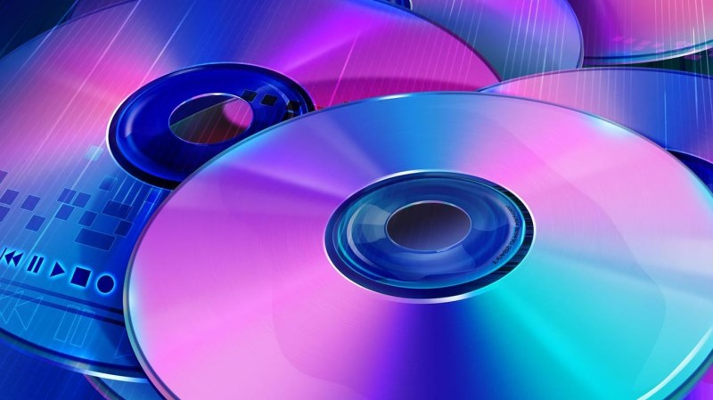 Discos compactos en tonos azules y violetas