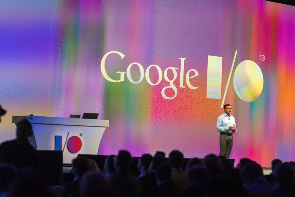 David Cardinal hablando en el evento de Google