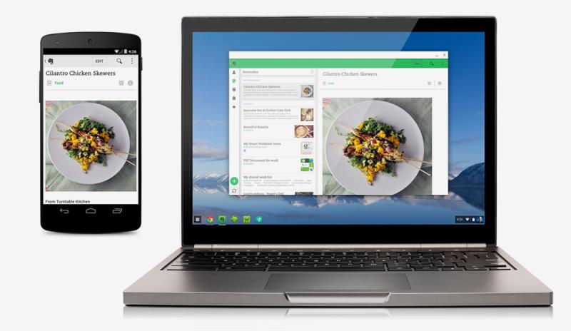 Smartphone y notebook sobre fondo blanco