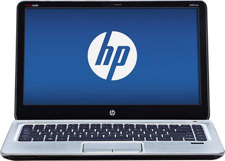 notebook con logo HP en su pantalla