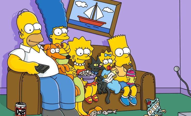 Los Simpsons sentados en su clásico sillón