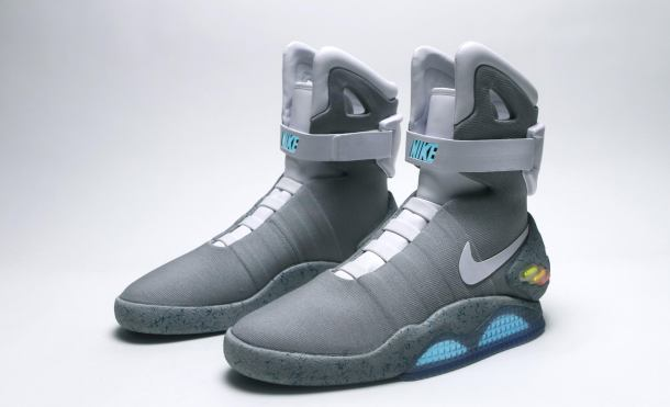 Zapatillas Nike Air Mag sobre fondo blanco