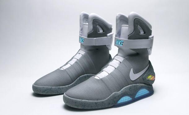 Zapatillas Nike Air Mag sobre fondo blanco