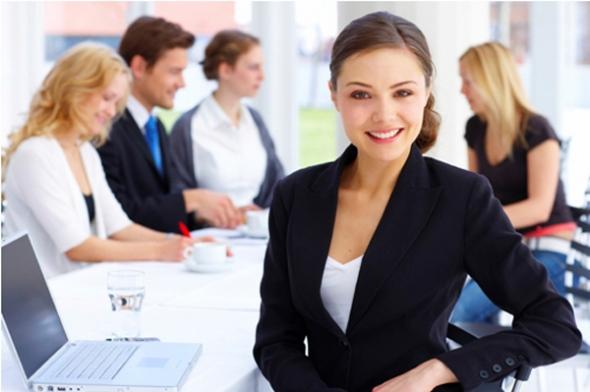 Mujer ejecutiva en reunión de trabajo